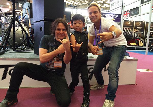 Edu Ardanuy Marcinho Eiras e nosso amigo chinês