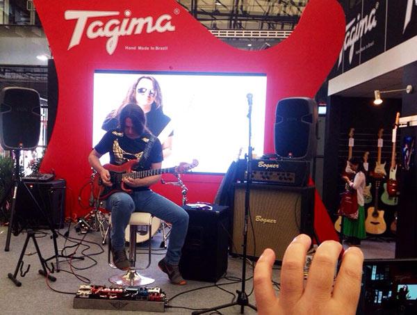 Minha primeira apresentação no estande da Tagima na Music China e Xanguai