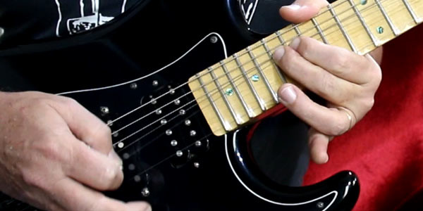 como tocar solo na guitarra edu ardanuy