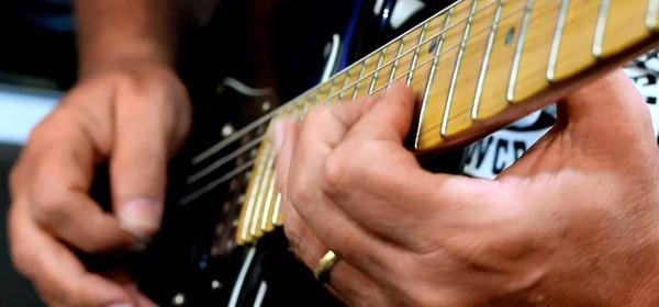solo-de-guitarra-com-o-melhor-guitarrista-do-brasil